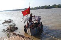 Thanh Hóa: Xã nghèo tự mua thuyền, dựng lều chống cát tặc