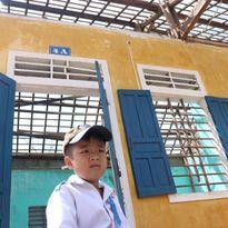 Chùm ảnh: Học sinh ngơ ngác trước lớp học tan hoang sau bão