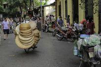 Mối lo ngại từ khu chợ tự phát chục năm nằm cạnh UBND phường Định Công