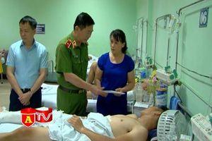 Lãng đạo CATP thăm hỏi CBCS bị thương khi làm nhiệm vụ