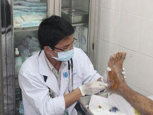 Sai lầm chết người khi đắp thuốc vào chân điều trị đái tháo đường