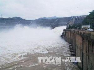 Hướng dẫn biện pháp hạn chế thiệt hại khi Thủy điện Hòa Bình xả lũ