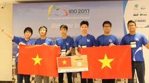 Bộ trưởng GD&ĐT chúc mừng đội tuyển thi Olympic Toán quốc tế