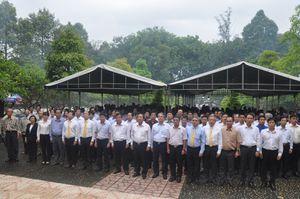 Lãnh đạo Bộ TTTT và Tập đoàn VNPT viếng Nghĩa trang liệt sỹ Ngành tại Tân Biên
