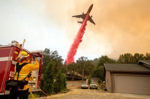Máy bay cứu hỏa và 'thần lửa' nổi giận lọt top ảnh ấn tượng tuần