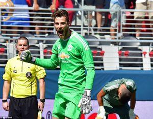 Manchester United đánh bại Real sau màn 'đấu súng' siêu tệ