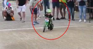 Cua-rơ 2 tuổi không chịu về đích, quay đầu trở lại vì khoái chạy xe đạp