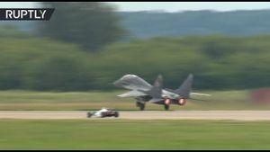 Xe đua công thức một đọ tiêm kích MiG-29