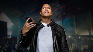 The Rock 'cặp kè' Siri trong phim ngắn mới của Apple