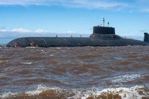 Cận cảnh tàu ngầm hạt nhân 'khủng' nhất thế giới tiến vào biển Baltic