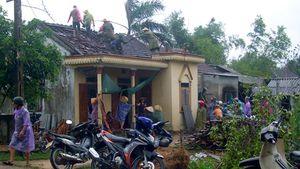 Lốc xoáy tại Hà Tĩnh làm 2 người bị thương, nhiều nhà dân tốc mái