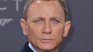 Sau tuyên bố 'cứa cổ tay', Daniel Craig trở lại là siêu điệp viên 007 James Bond