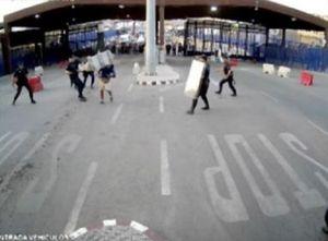 Bất ngờ với cách cảnh sát đốn hạ đối tượng mang dao vượt biên