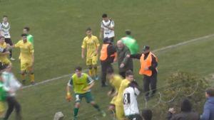 Argentina: Cầu thủ biến sân bóng thành trận đấu võ