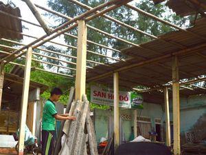 Người dân Quảng Trị tất bật dọn dẹp nhà cửa, đường phố sau bão số 4