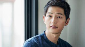 Song Joong Ki: 'Ngồi trong rạp, tôi nghe được cả những điều tồi tệ về phim mình đóng'