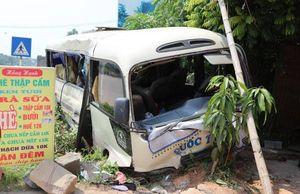 Xe khách va chạm xe tải, 24 người bị thương ở Vĩnh Phúc