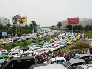 Không thể xử lý triệt để ùn tắc sân bay Tân Sơn Nhất