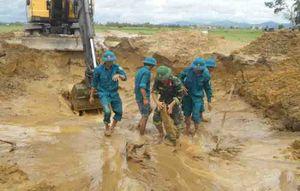 240 quả bom bi chưa nổ nằm dưới ruộng lúa