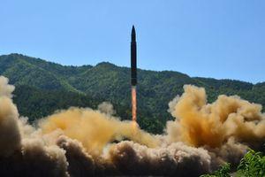 Triều Tiên phóng tên lửa đạn đạo giữa đêm