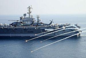 Mỹ bắn cảnh cáo tàu Iran gần dàn khoan dầu Vịnh Ba Tư