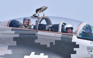 ウクライナの大統領はミグ29空軍の日の挨拶に飛んで