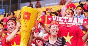 Xúc động khoảnh khắc U22 Việt Nam xếp hàng chào CĐV nhà