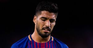 Barca tiếp tục đón hung tin từ Suarez