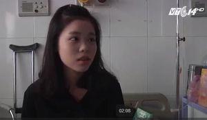 Nữ sinh xinh đẹp mắc bệnh hiểm nghèo, 10 năm đến trường trên lưng mẹ