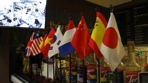Độc đáo quán cà phê 'chém gió' xuyên quốc gia