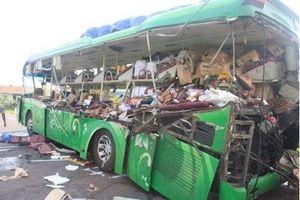 Clip vụ tai nạn thảm khốc ở Bình Định làm 5 người chết, 6 người bị thương