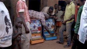 Người dân Ghana mê muội với máy đánh bạc từ Trung Quốc