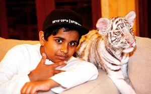 Thiếu gia Dubai 15 tuổi ngập trong hàng hiệu, nuôi 400 loài động vật