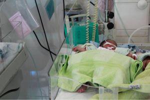 Bé gái sơ sinh bị bỏ rơi trước cửa nhà người phụ nữ ở Buôn Ma Thuột