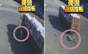 Người phụ nữ đi xe máy điện thiệt mạng vì vượt đèn đỏ rồi chủ quan dùng chân thay phanh