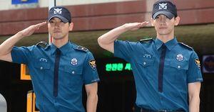 Changmin (TVXQ) và Siwon (Super Junior) đẹp trai rạng ngời ngày xuất ngũ