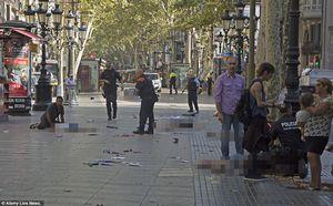 Khủng bố xe tải ở Barcelona, ít nhất 113 người thương vong