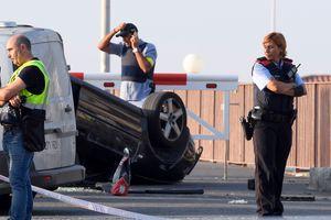 Khủng bố Tây Ban Nha: Cảnh sát bắn hạ 5 kẻ đeo đai bom tự sát