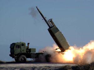 Hàng xóm của Nga và Ukraine sắp nhận rocket pháo binh siêu mạnh HIMARS