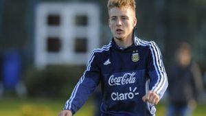 Thiên nga trắng muốn gây SỐC với nhạc trưởng U20 Argentina