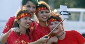 U22 Việt Nam - U22 Philippines: Đỏ rực fan cổ vũ Công Phượng, Hữu Thắng
