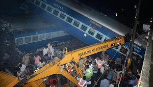 Rợn người với những hình ảnh vụ lật tàu ở Ấn Độ làm 23 người chết