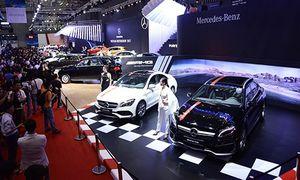Cả thị trường Việt giảm giá ôtô, Mercedes tăng trăm triệu đồng