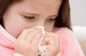Làm gì khi trẻ bị viêm mũi dị ứng?