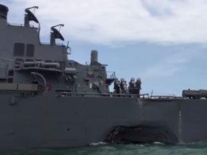 Clip: Thân tàu chiến Mỹ móp méo sau va chạm ngàn tấn
