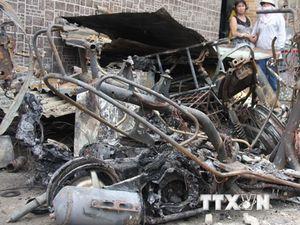 Bắt khẩn cấp nghi can đổ xăng đốt 3 người trong một gia đình