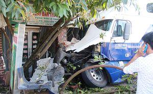 Hà Tĩnh: Kinh hoàng container tránh xe máy đâm vào 2 nhà dân