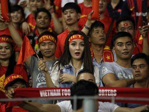 Xem Hồ Tuấn Tài, fan nữ xinh đẹp U22 Việt Nam vẫn cuồng nhiệt