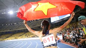 Tú Chinh: Tên 'nữ hoàng tốc độ' nên dành cho chị Hương