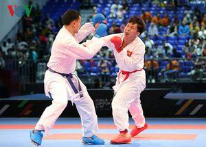 Bố võ sĩ Karate Nguyễn Minh Phụng bật khóc khi con giành HCV SEA Games